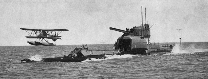 Le HMS M2 fait partie des trois sous-marins britaniques de classe M. Mais après le naufrage accidentel du sous-marin M1 en 1925, les sous-marins M2 et M3 sont utilisés à des fins expérimentales. Le M2 est alors équipé d'un hangar pour y loger un hydravion spécialement conçu pour l'occasion, le Parnall Peto, destiné à la reconnaissance. Il devint ainsi le premier porte-avion sous-marin à avoir navigué en pouvant descendre jusqu'à 200 pieds (60m environ) de profondeur. Il fut suivi par la suite de quelques autres navires de ce type tel que le Surcouf Français et le I-400 Japonnais. Il coula le 26 janvier 1932 devenant par la même occasion le premier porte-avion naufragé. Son épave est encore aujourd'hui accessible par les plongeurs le long des cotes anglaises.