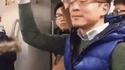 Passager du métro facétieux