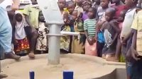 Inauguration d'une pompe à eau