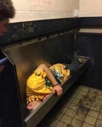 Quand un soupeur s'endort à table