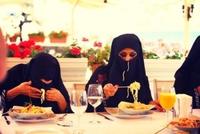 Rhaaa tu manges comme une cochonne