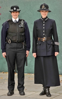Uniformes de policewomen...