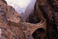 Le pont piétonnier de Shahara, au Yémen