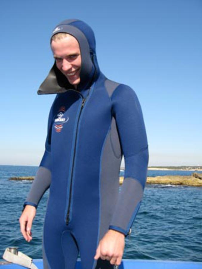 Je propose par conséquent un arrêté municipal imposant l'interdiction de porter des vêtements au bord de l'eau...