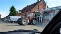 Tracteur peut-être assemblé un vendredi soir d'avant les vacances...