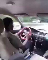 Ne jamais oublier le frein à main.