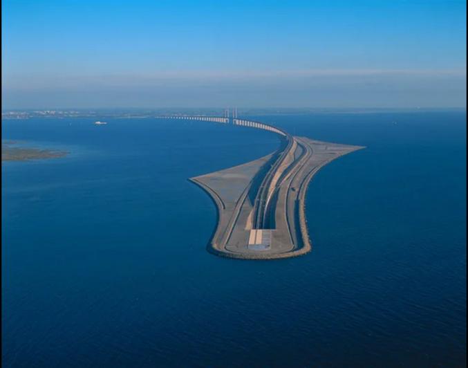 La Suède voulait un pont. Le Danemark un tunnel. L'art du compromis.