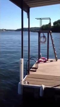 Lâcher de bombe dans un lac